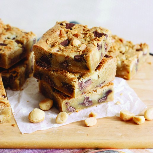 Maple & Macadamia Milk Chocolate Chunk Blondies